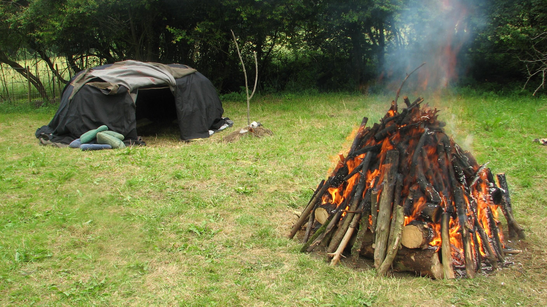 Schwitzhuette-mit-Feuer
